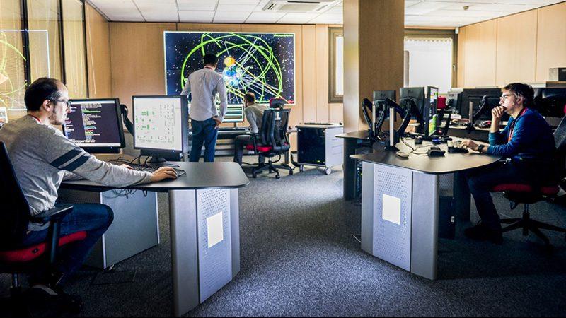 Ingenieros en Sala de control Galileo